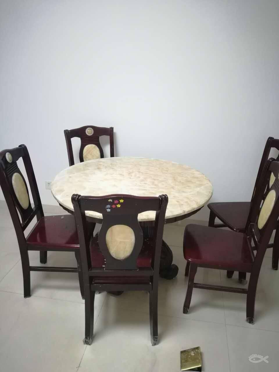 餐桌代替茶几的设计