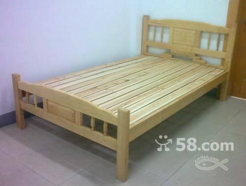现有双层木床2张,普通单层床2张