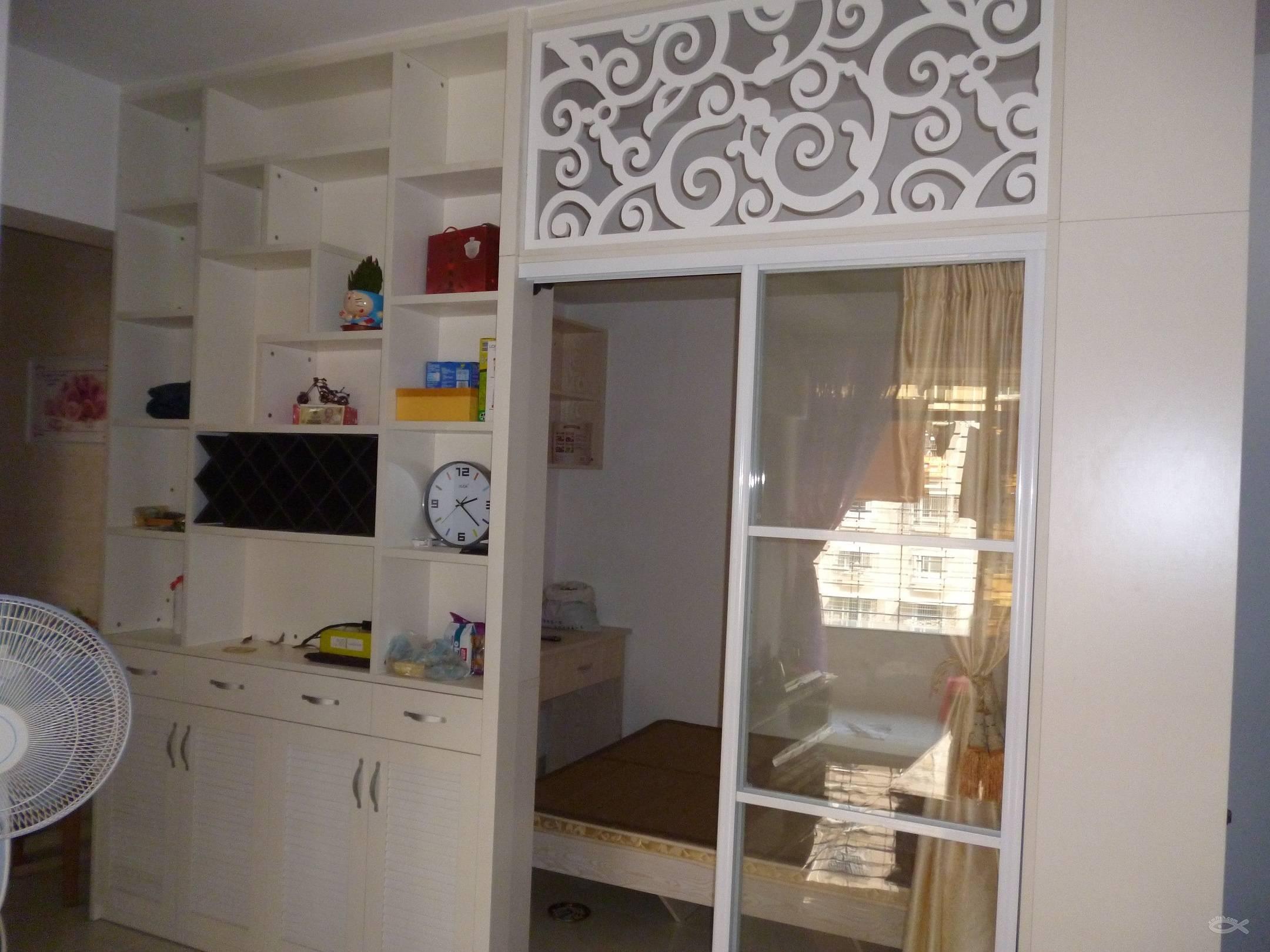 客厅酒柜和推拉门做成书房的隔墙
