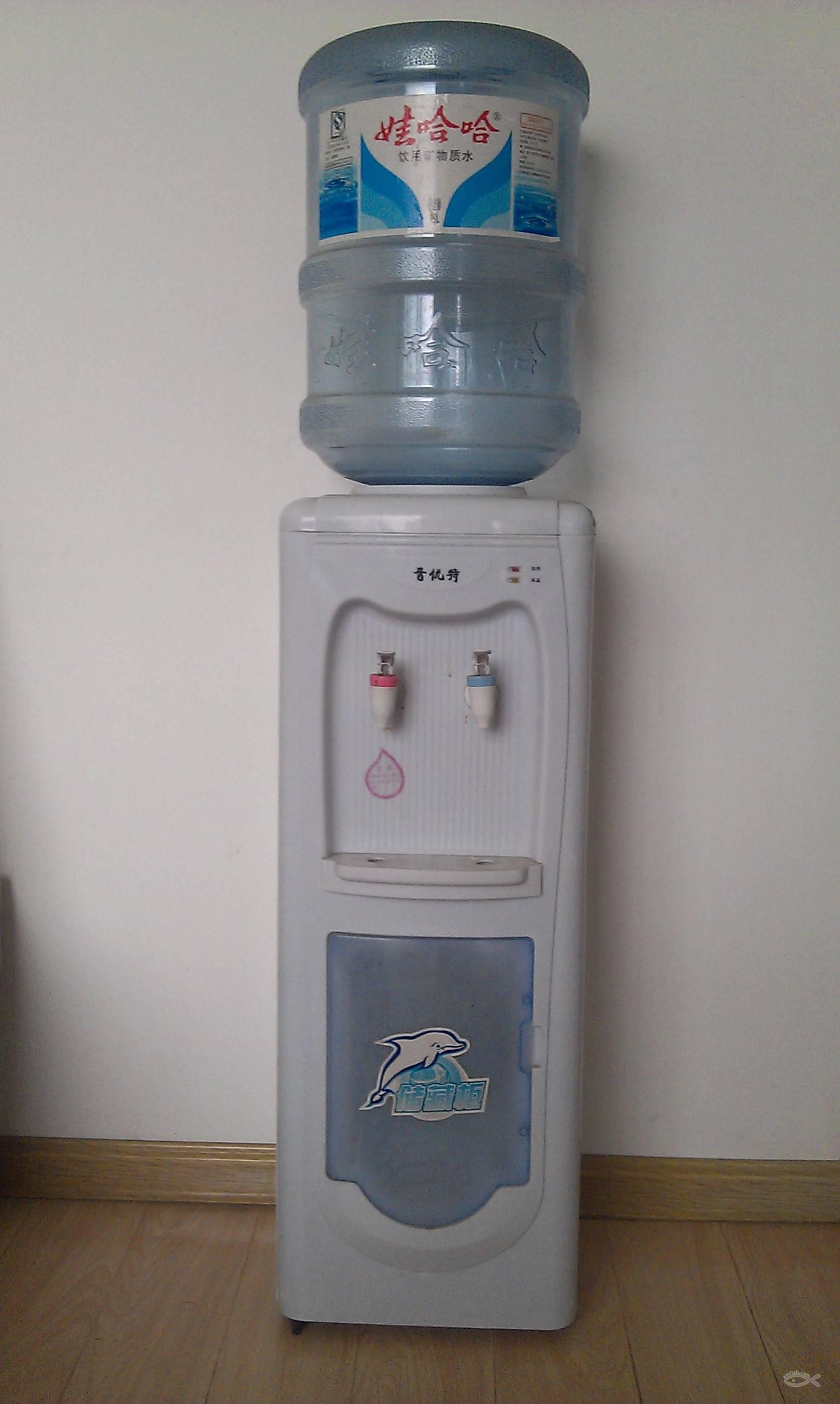 7成新饮水机(含3个标准桶)