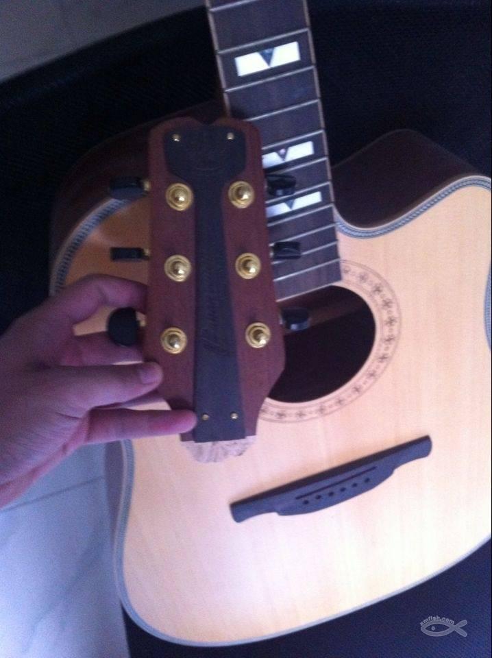 原价1500的单板电箱吉他不小心断头了150处理