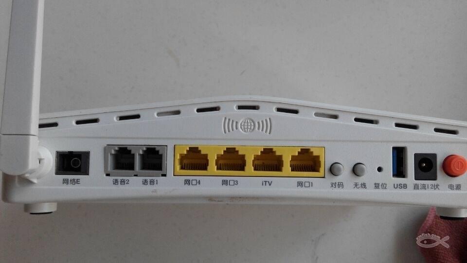 光纤设备需要在运营商的OLT设备上认证才可以使用。 产品介绍 1、4个100Mbps自适应以太网端口,可实现多用户接入; 2、强大的系统处理能力、高速稳定的数据处理能力、强大的路由交换功能、可支持多条LLID; 3、直观、方便、友好的中文图形配置界面,配置安装向导软件,轻松实现配置操作; 4、预置了常用的游戏、网络服务端口,可以轻松在内网当主机或服务器,支持DMZ; 5、支持多种类型数据终端接入,如:数码存储、摄像头、STB、手机等,支持QOS功能; 6、内置PPPOE功能,开机自动与ISP连通,支持自动